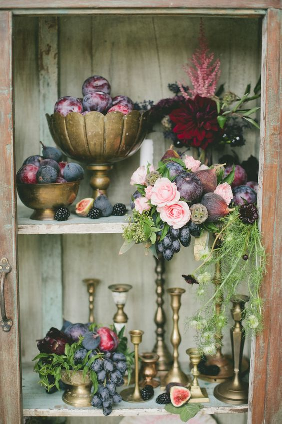 frutti dell'autunno e rose per matrimonio