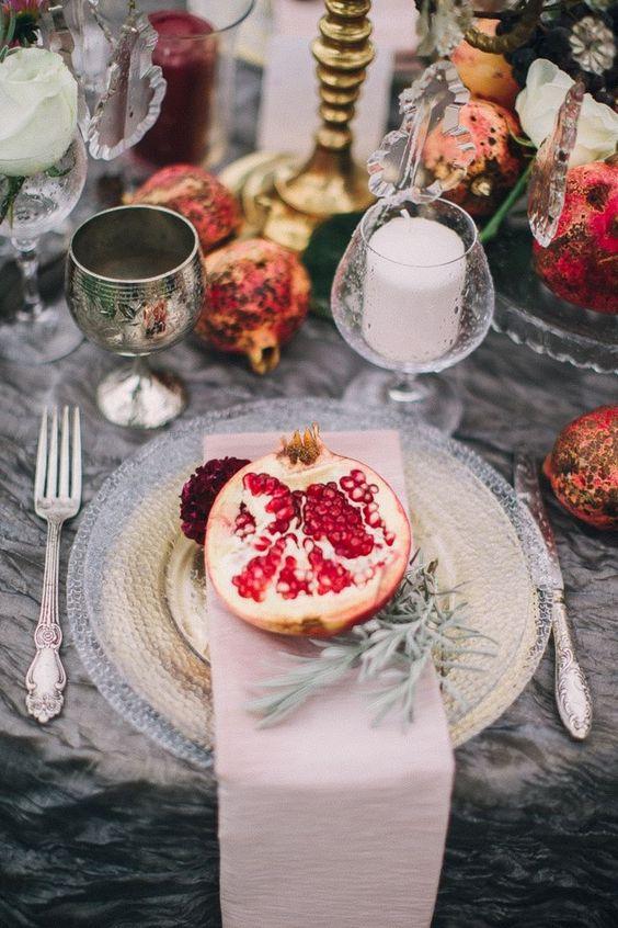 tavola di nozze con melograno