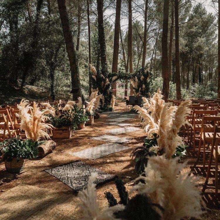 allestimento floreale fiori secchi nel bosco