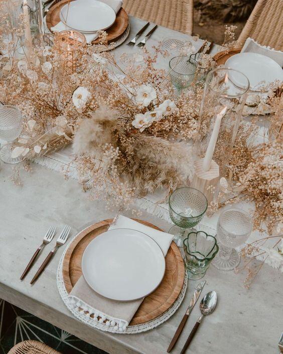 tavolo rustico per matrimonio e con fiori secchi